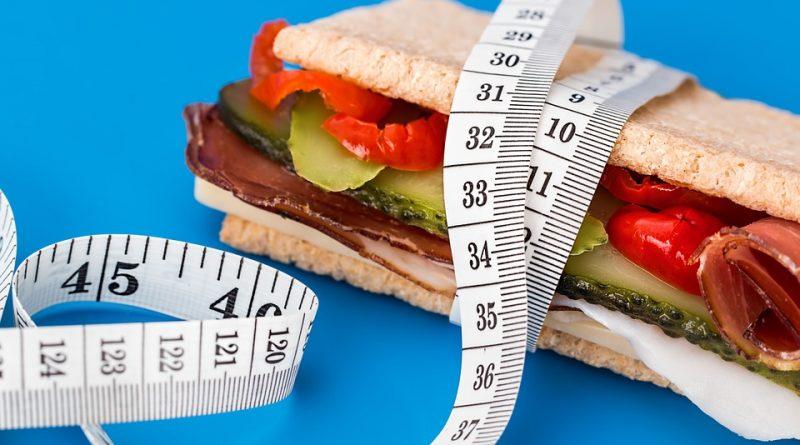 Att äta 1500 kalorier per dag är en väg till viktnedgång.