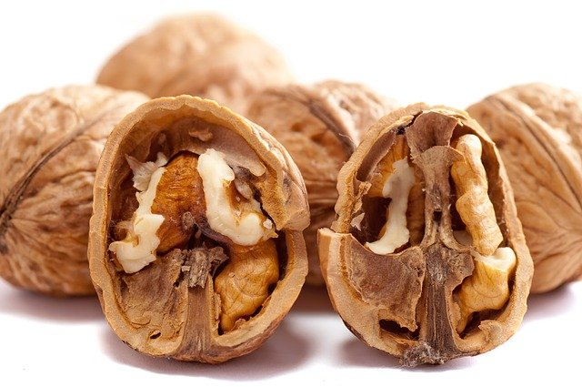 Valnötter kan utgöra en god bas för en nyttig dessert utan socker